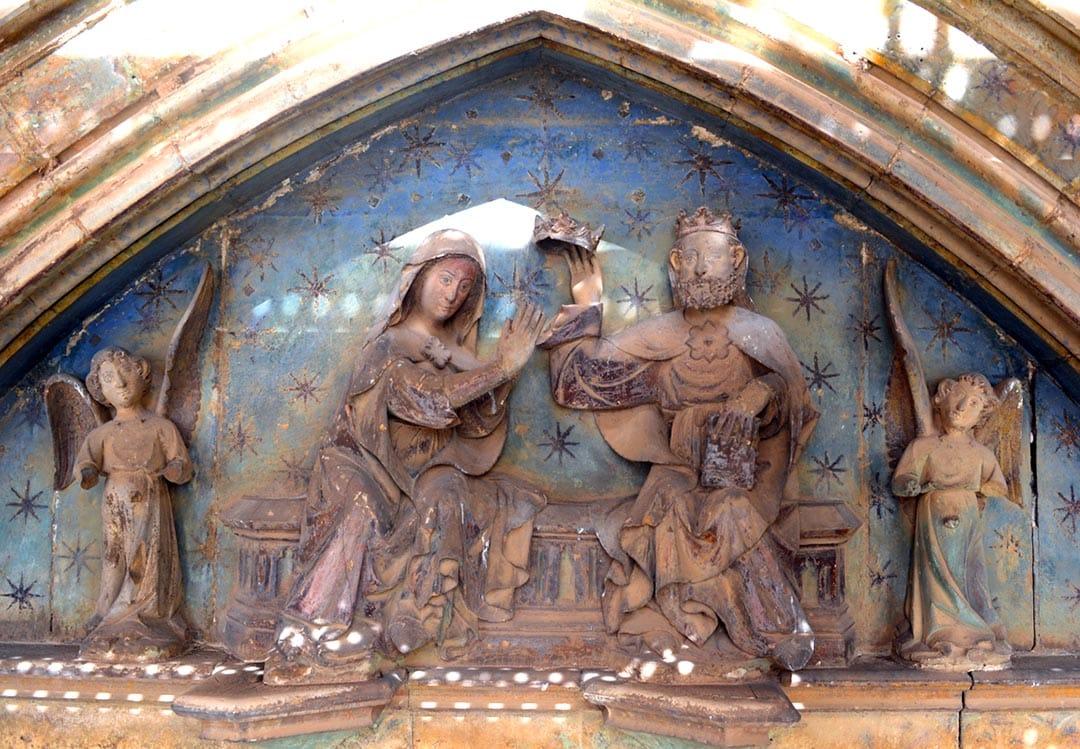La restauració de la Porta dels Apòstols, referent a Espanya