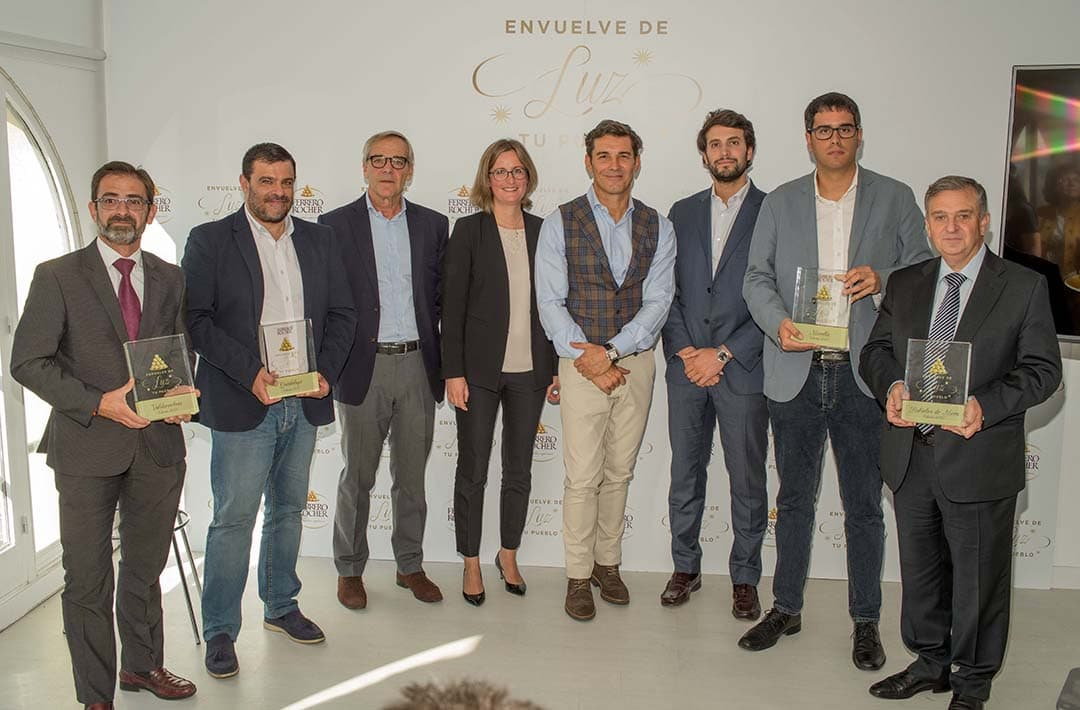 Morella rep una placa commemorativa de mans de Ferrero Rocher
