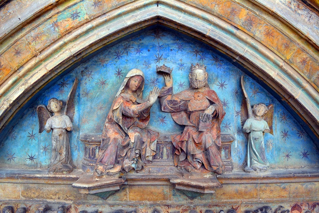 Recta final de la restauració de la Porta dels Apòstols de l'església de Morella