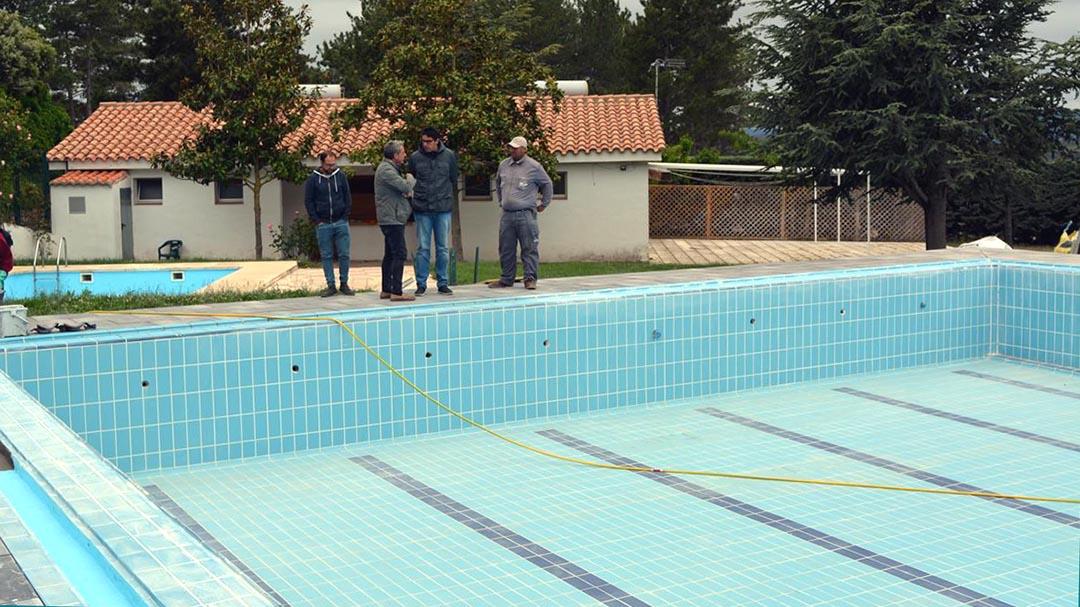 Recta final de les obres de la piscina de Morella