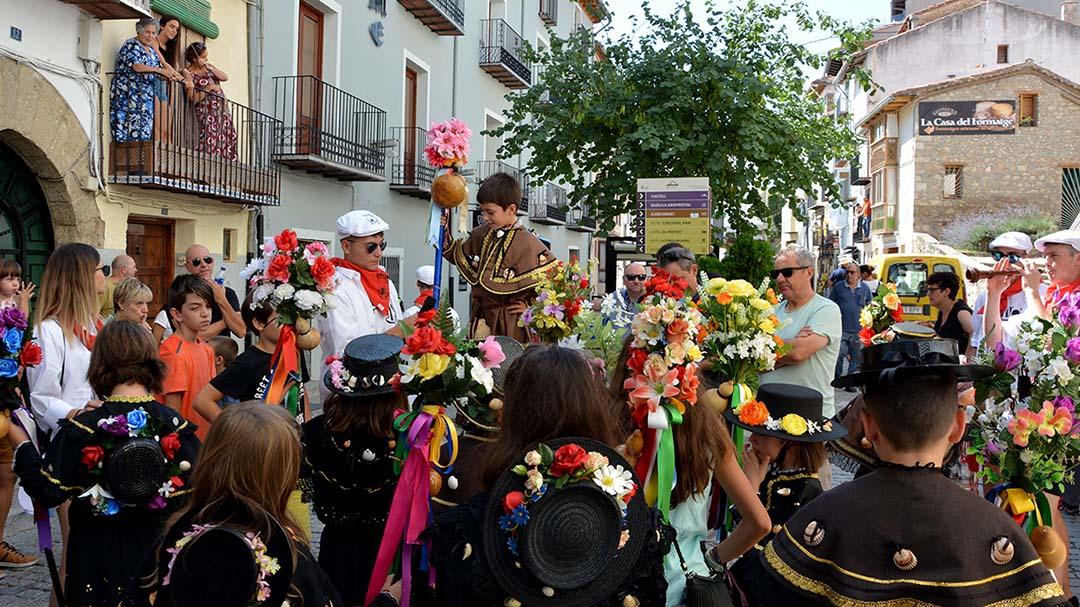 La Dansa dels Peregrins inicia un dels dies més intensos de les Festes d'Agost
