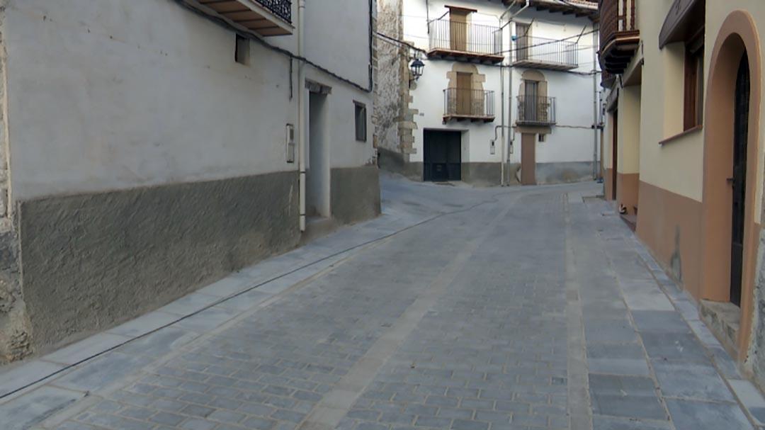 Portell millora el clavegueram i paviment del carrer Major