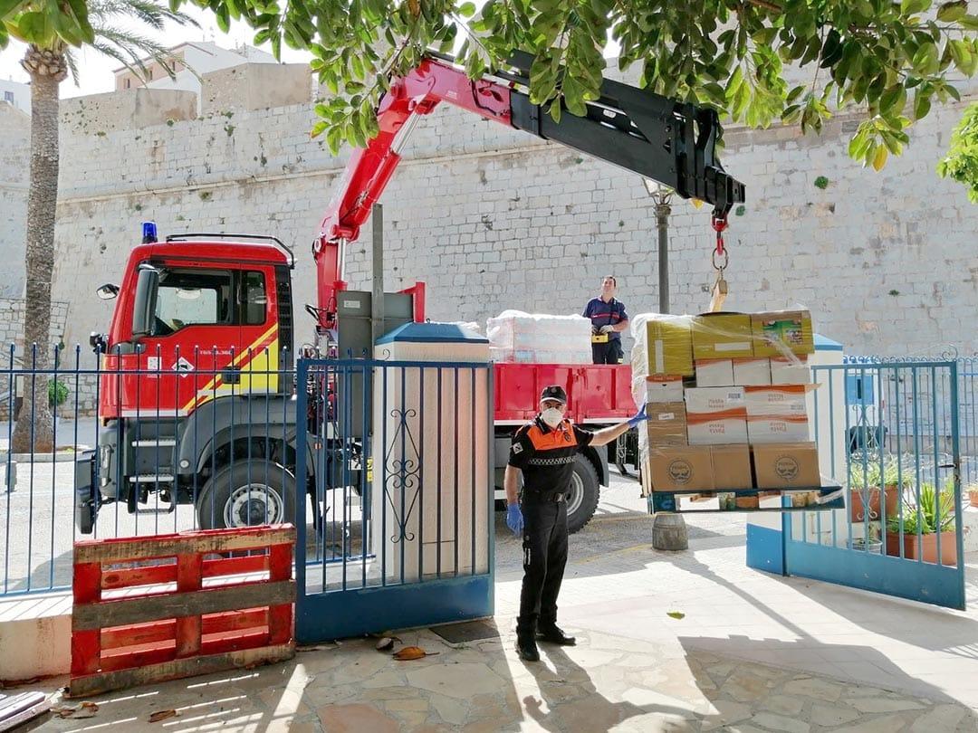 Diputació transporta aliments per a famílies necessitades de Peníscola