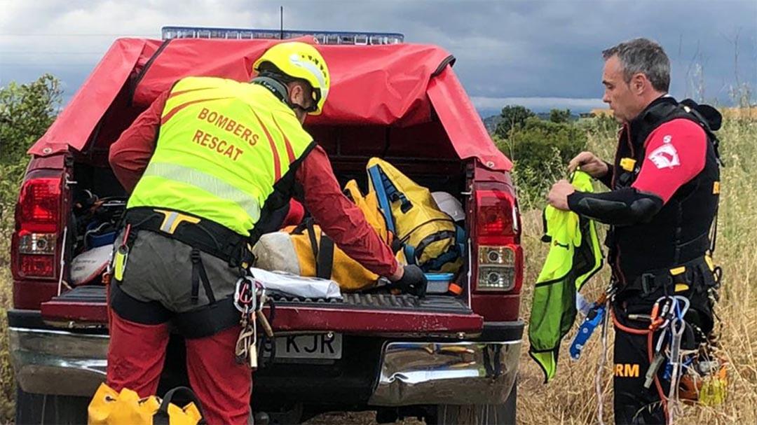 Els bombers rescaten un cadàver del Riu Sénia a Vinaròs