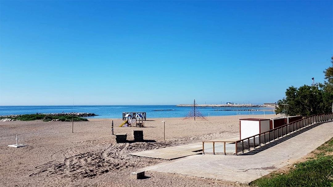 Vinaròs adequa les platges per a la nova temporada de bany