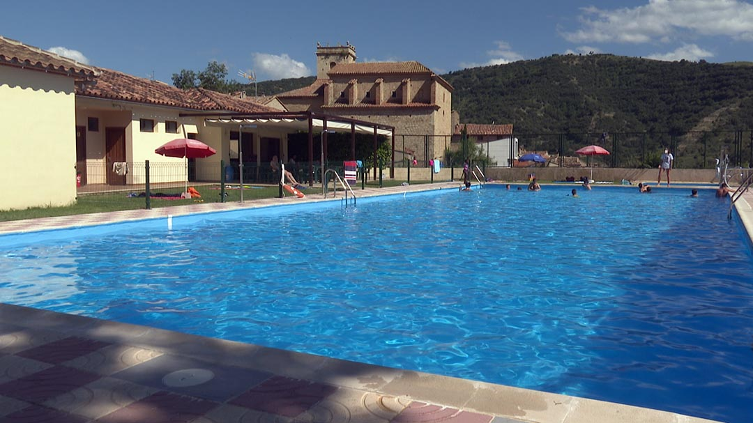 La Mata inaugura la temporada de piscines als Ports