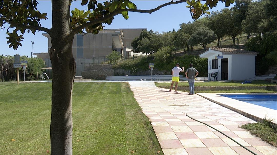 La seguretat impedeix l'obertura de la piscina de Morella