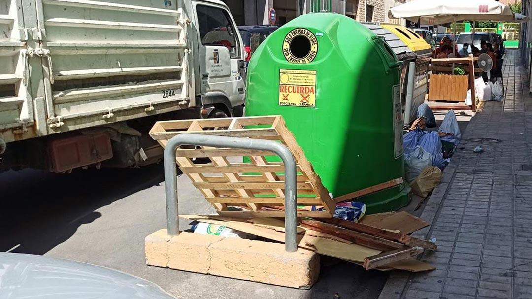 Benicarló fa una crida per a que no es deixen escombraries als carrers