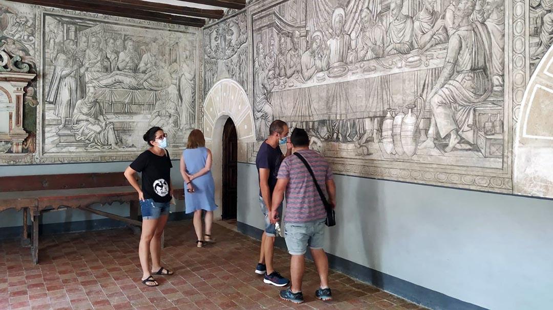 Desenes de visitants coneixen els secrets de la Mare de Déu de la Font