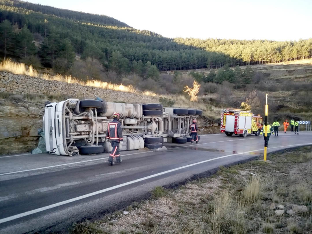 L'accident d'un camió talla també l'alternativa a l'N-232