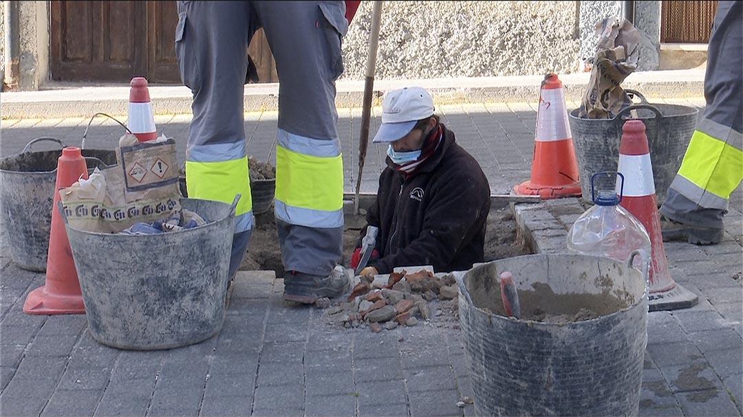 Al gener començarà el soterrament del cablejat al carrer la Font