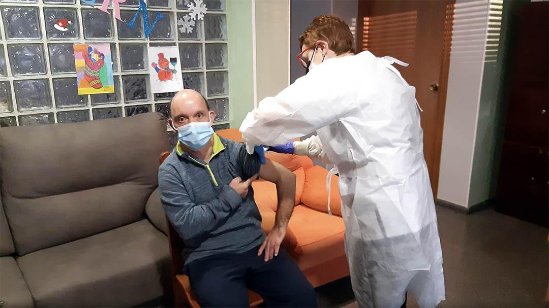 Es posen les primeres vacunes de la covid19 a Benicarló, Vinaròs i Peníscola