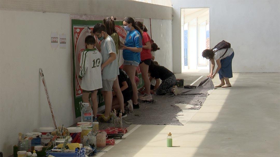 Castellfort pinta un mural contra la violència de gènere