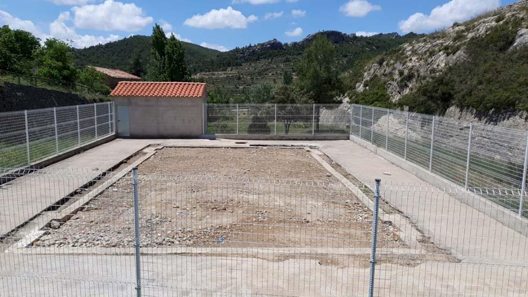 El PP es queixa que s'enterre la piscina inacabada d'Ortells