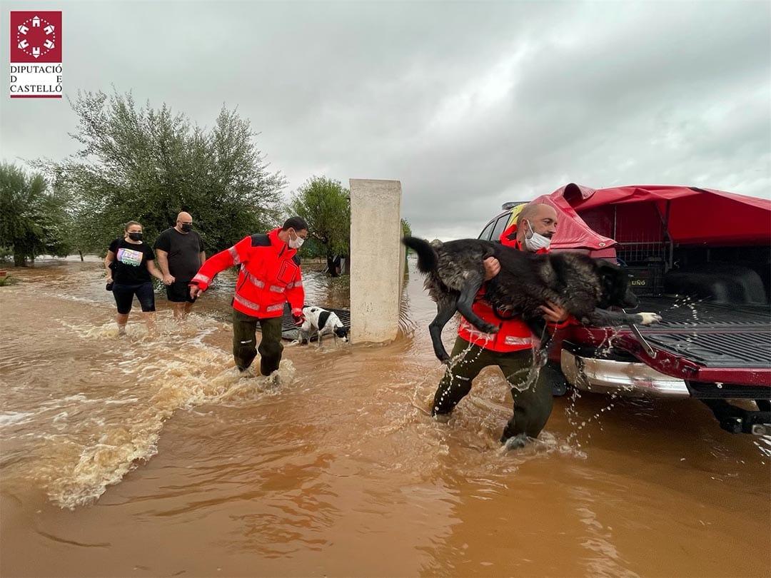 Els bombers han de rescatar fins a 20 persones per les inundacions a Vinaròs