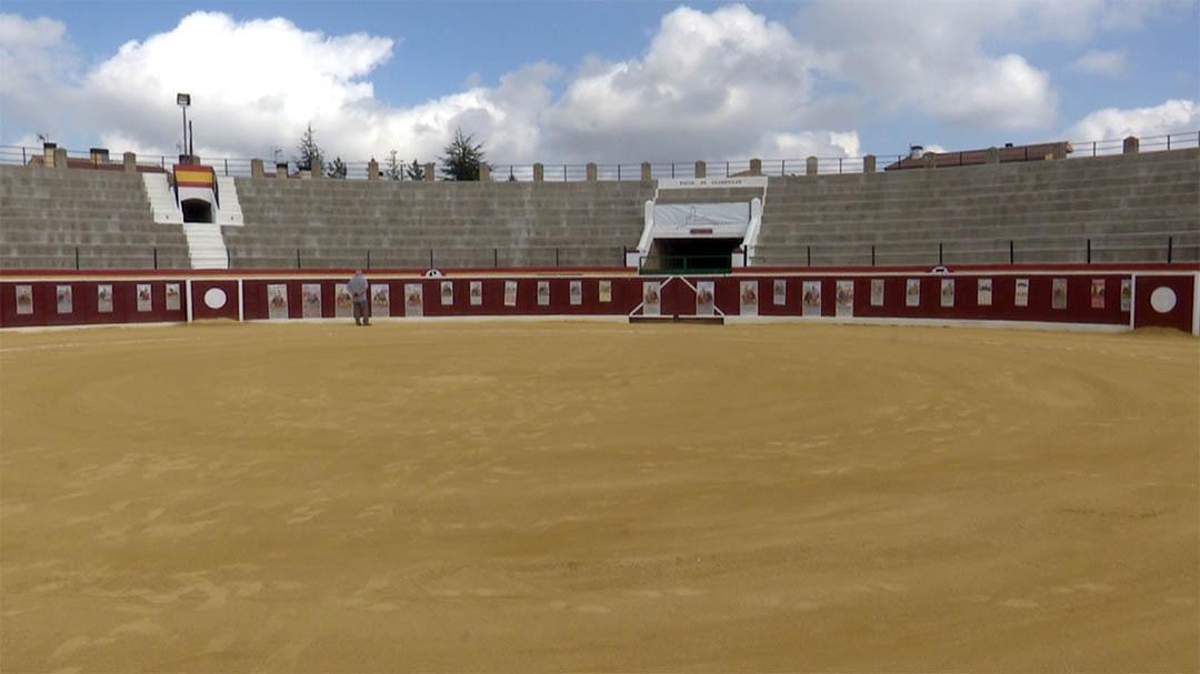 Clemente Porcar exposa la seua col·lecció de cartells taurins