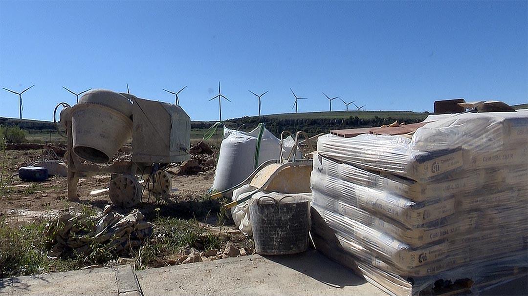 Castellfort porta aigua i llum a la zona d'autocaravanes