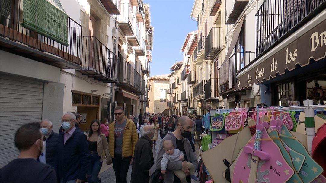 """Morella penja el cartell de """"complet"""" pel pont d'octubre"""