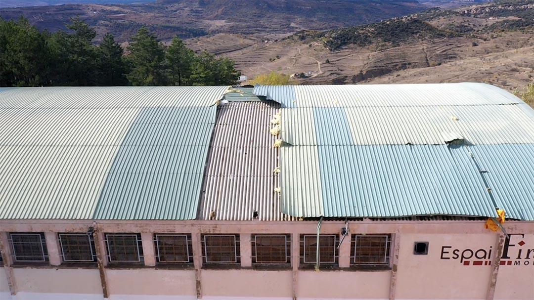 Es presenten 14 empreses per a reparar la teulada del poliesportiu