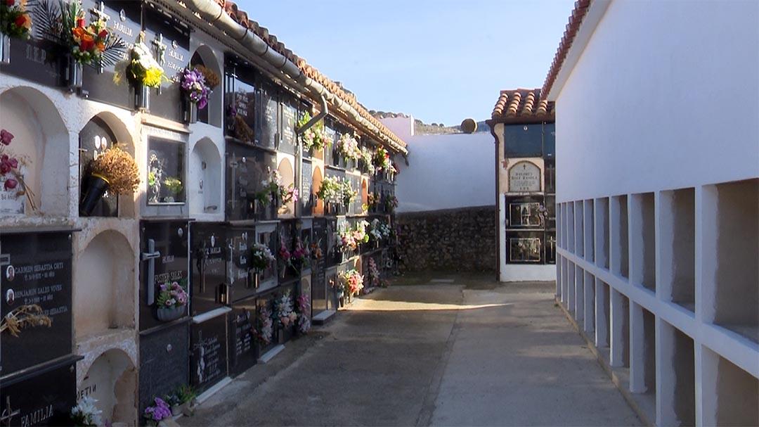 Forcall restaura els nínxols més antics del cementeri