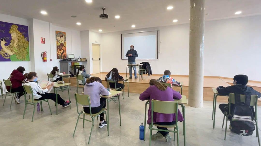 Els alumnes de l'IES Vilafranca aprenen sobre les relacions de Sant Antoni