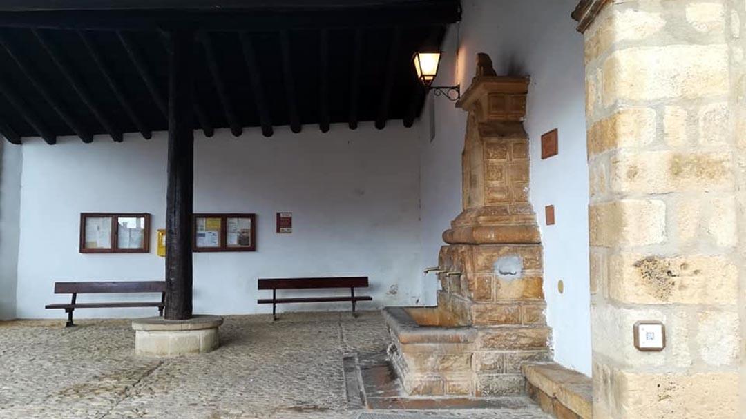 Sis plaques de ceràmica amb codis QR promocionen el patrimoni de La Iglesuela