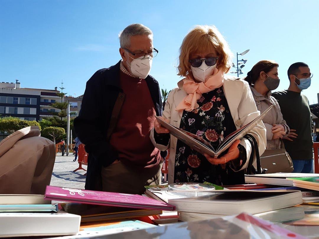 Benicarló celebra el Dia del Llibre a la plaça de la Constitució